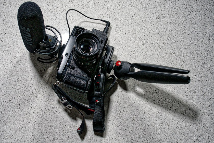 A rig I often use to shoot video with my Panasonic GX8 and GH4 and now the X-Pro2. Peak Design Cuff and Clutch, Manfrotto Pixi table tripod-cum-handle and Røde VideoMic Pro.