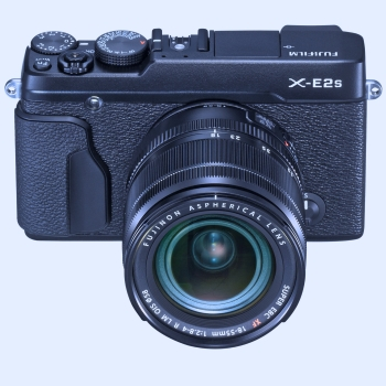 x-e2s_black_frontup_18-55mm_1920px