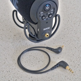 Recent Røde microphones have been following the company's new practice making cables removable by default instead of permanently attached. I especially like the 3.5mm threaded TRS output socket and the included TRS cable.