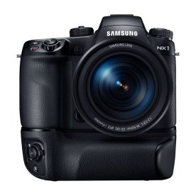 samsung_nx1_batterygrip_16-50mm_front_1024px_60%