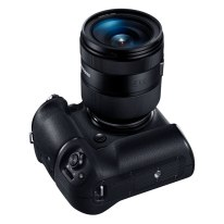 samsung_nx1_batterygrip_16-50mm_up_1024px_60%