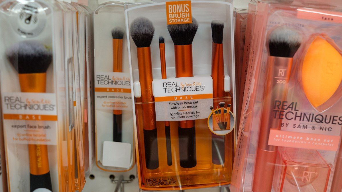 Real Techniques Makeup Brushes Have Excellent Handmade Synthetic Bristles, Though Black Rubber on Mine Has Deplasticized, Handles Too Sticky to Use – UPDATED